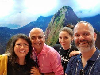 """País participa pelo segundo ano consecutivo da 33ª Feira de Negócios Turísticos da UGART/BRAZTOA como expositor e reforça a promoção do destino através dos pacotes turísticos oferecidos por empresas associadas das duas entidades, sediadas na região Sul do Brasil. Foi realizada, na última sexta-feira (02/03), a capacitação """"Peru Fascinante - Novidades e Segmento Luxo"""", para mais de 200 agências de viagens."""